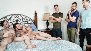 Partouze juteuse entre colocataires gay